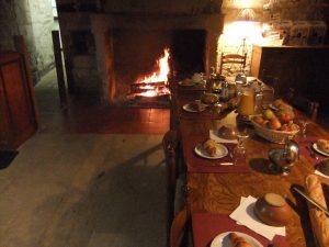 petit-déjeuner près du feu